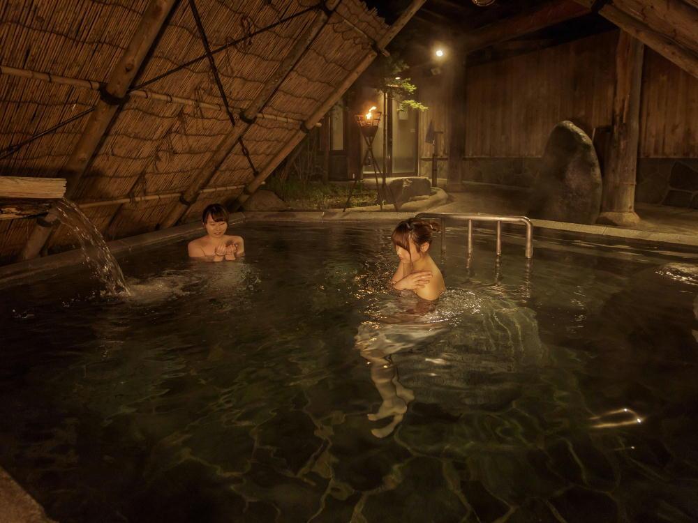 庭園縄文露天風呂【ぬりさわの湯】竪穴の湯