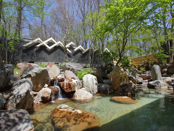 森に囲まれた温泉露天風呂♪